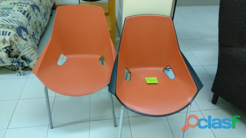 Sillón confidente color naranja de polipropileno