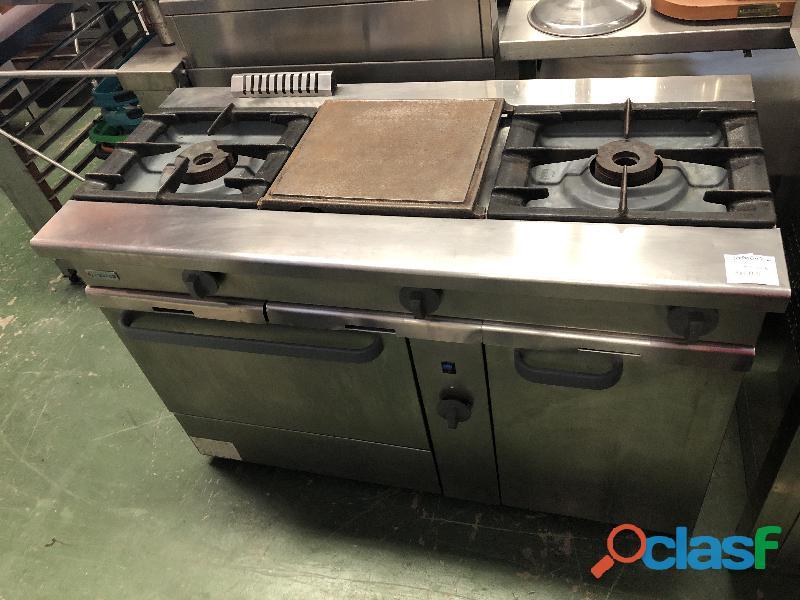 Cocina industrial de 2 fuegos + 1fuego con plancha