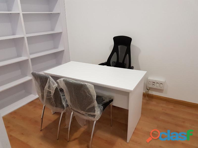 Se vende mobiliario comercial y despacho