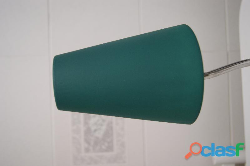 Lámpara sobremesa en verde y cromo