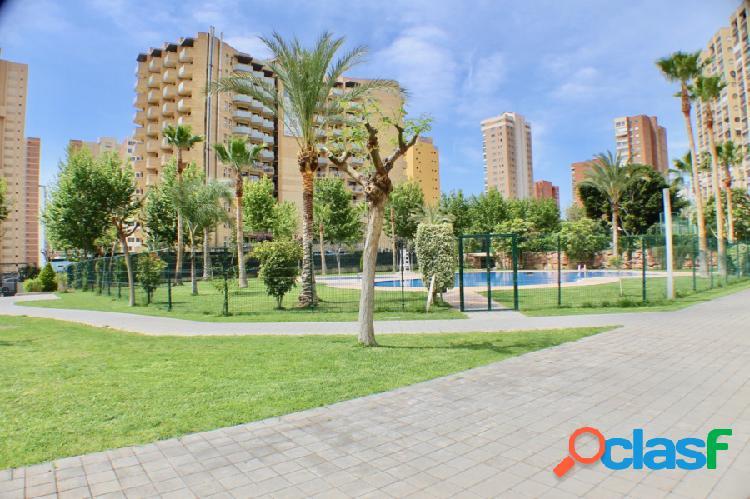 Apartamento en urbanizacion con piscina y parking zona de levante benidorm