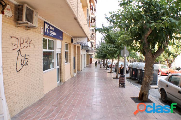 Local comercial en zona colonia madrid, benidorm