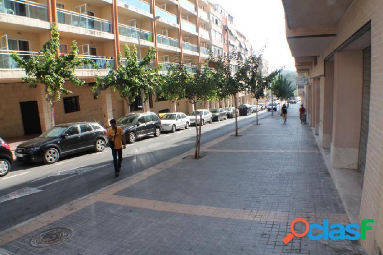 Local comercial diáfano en colonia madrid - benidorm