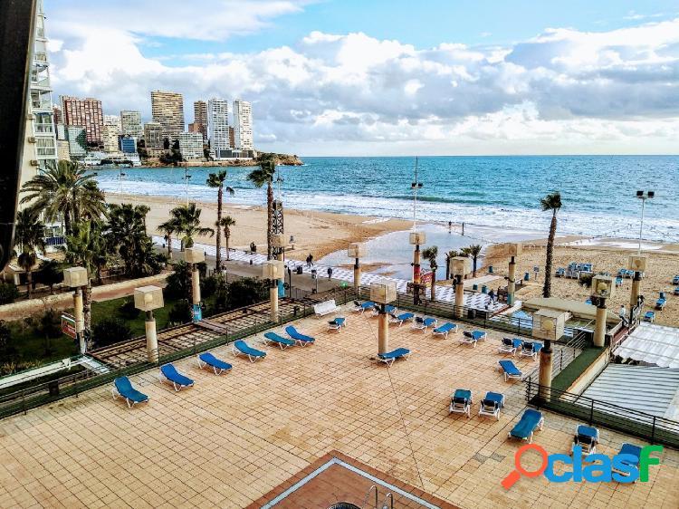 Apartamento reformado en primera linea de playa de levante benidorm