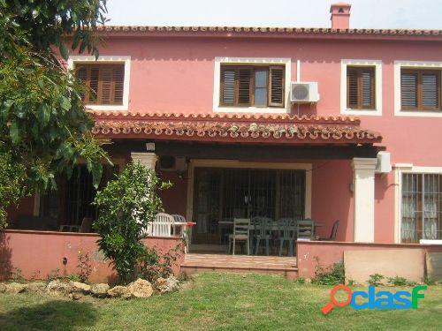 Chalet situado en una zona residencial tranquila a escasos metros del centro en marbella.