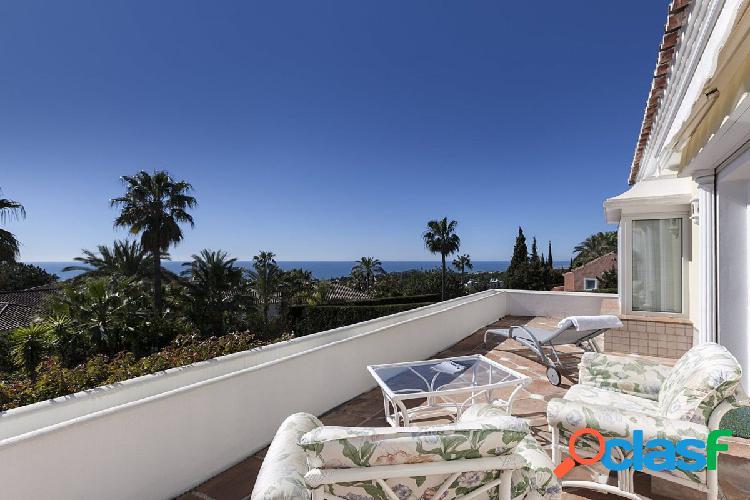 Esta magnífica villa situada en la milla de oro de marbella de sierra blanca.