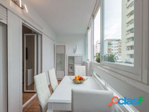 Se alquila por corta temporad un piso de un dormitorio, amueblado en el centro de Marbella.