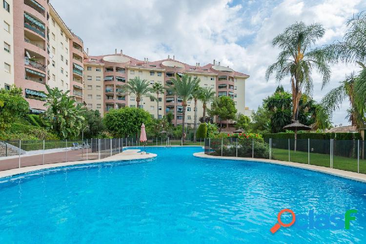 Se vende un piso de 3 dormitorios y 2 cuartos de baño en marbella