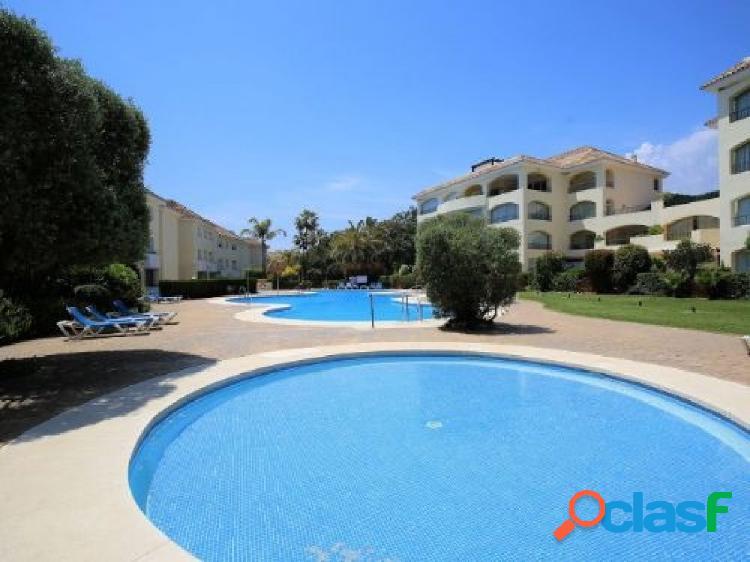 Se vende un piso totalmente reformado de 4 dormitorios en bahia de marbella