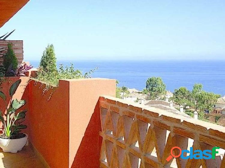 Se venden los ultimos aticos de tres dormitorios, dos cuartos de baño y un aseo con vistas al mar en