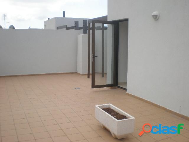 Duplex de 3 habitaciones y 2 baños con salarium de 100m2 mas garaje y trastero