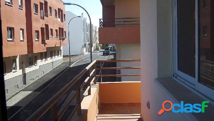 Piso 2 habitaciones con solarium y plaza de garaje en san isidro