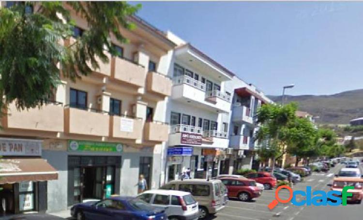 Edificio con 5 apartamentos, 2 locales comercial y garaje en valle san lorenzo.