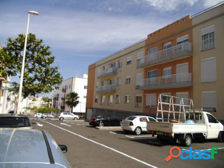 Piso de 82m2, de 2 habitaciones en fañabe con plaza de garaje y trastero