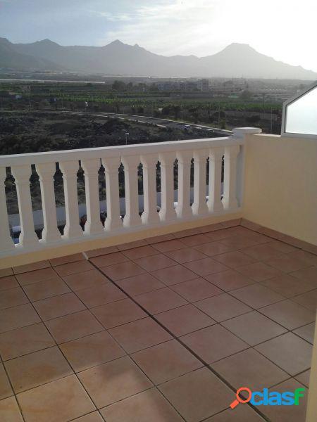 Callao salvaje con vista al mar y la montaña, dos habitaciones con azotea de 28 m2 y plaza de garaje