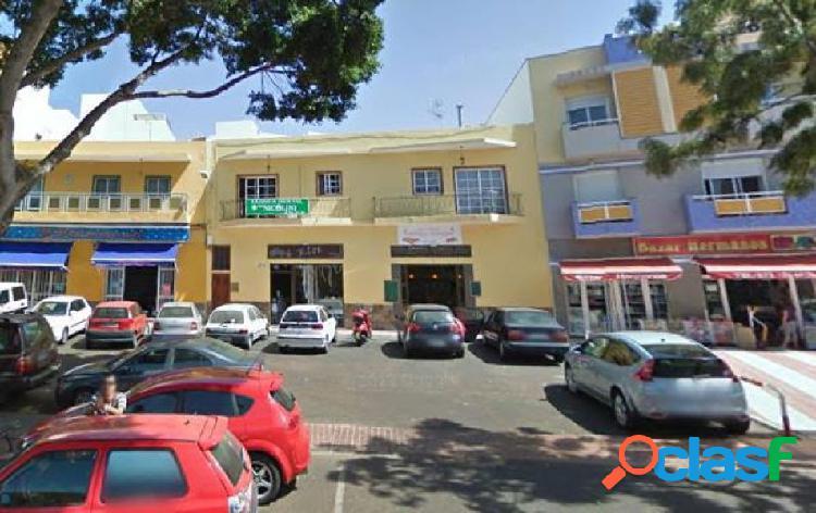 Valle san lorenzo 2 habitaciones, balcon plaza garaje en la carretera general.