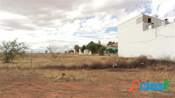 Amplia parcela junto a la laguna de villafranca, superficie rústica: 15400 metros cuadrados; superficie urbanizable: 800 metros cuadrados.