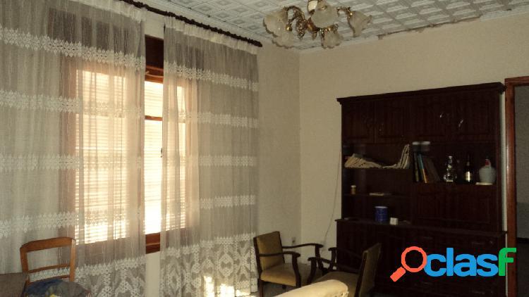 Casa dos plantas con cinco dormitorios