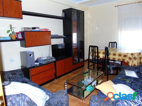 Vivienda de 3 dormitorios con a/a y terraza acristalada, ubicada junto a mercadona, precio negociable