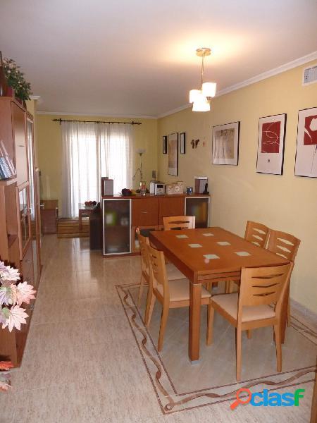 Bajada precio. magnífica vivienda zona benalua, 108 m2, 3 habitaciones dobles, 2 baños, cocina equipada, a/c por conductos, amueblada, parking. precio: 165.000€.