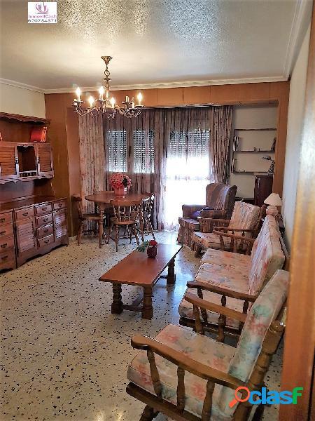 Vivienda en zona los angeles, con 130m2, 3 dormitorios, 2 baños, ascensor, garaje doble 124.000€