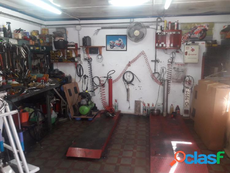 Local de 50 m2, es un taller de motos con patio, luz, agua, tv, nalla de 25,m2 sin escalera, pago de comunidad 20€ al mes, 200€ de ibi.precio: 53.000€, sin herramientas, precio: 58.000â
