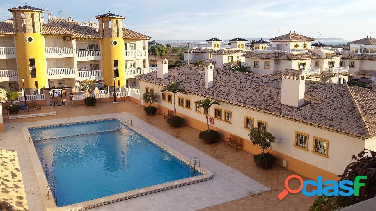 Precioso apartamento en zona privilegiada de la marina en elche a tan sólo 23 km. de alicante. a 300 metros del mar y magníficas vistas. 77 m2, 2 dormitorios, 1 baño, cocina equipada, galería