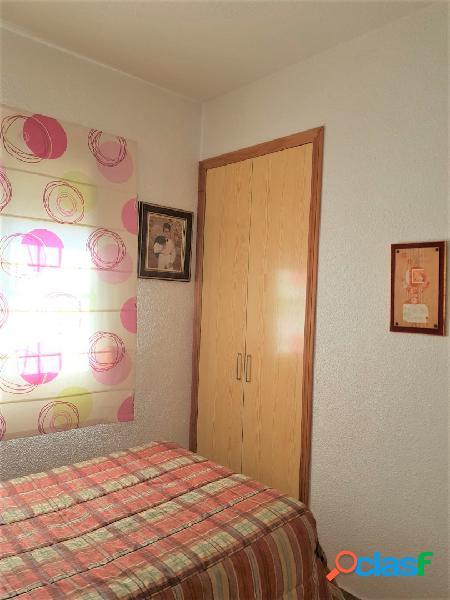 Casa independiente en zona la serreta, alicante de 2 plantas y 120 m2. salón con chimenea, cocina, 2 baños, patio con barbacoa, trastero, horno, 3 dormitorios, aislante frío-calor en toda la