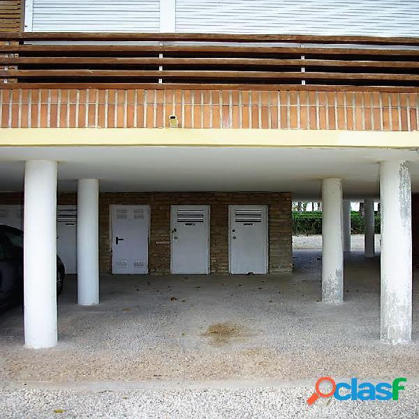 Espectacular apartamento en san juan en 1ª línea de playa, 185 metros útiles. 4 dormitorios 2 baños, amplio salón con chimenea, cocina equipada, galería, terraza 60 metros, parking, trastero.