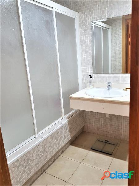 Oportunidad. vivienda en zona pau i, 112 m2, 3 dormitorios, 2 baños 1 en suite, cocina equipada, galería, terraza, calefacción por conductos ventanas climalit, urb, piscina, garaje y trastero