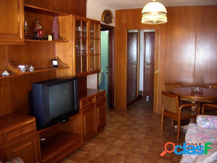 Se vende apartamento en primera linea de playa de san juan. 70 m2, salón, 1 baño, 2 dormitorios, cocina,terraza. garaje en sotano.zona ajardinada, pista de tenis, piscina, portero, muebles, p