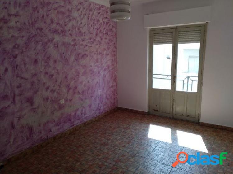 En venta piso para reformar en elda zona chapi