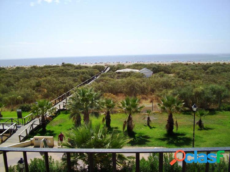 Apartamento de 3 dormitorios frontal al mar en primera línea de playa de punta del moral