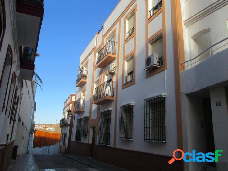 Ayamonte. centro. piso de 3 dormitorios amueblado y equipado