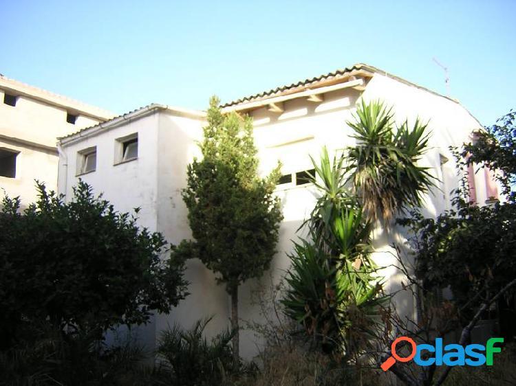 Casa de veraneo con jardin y piscina