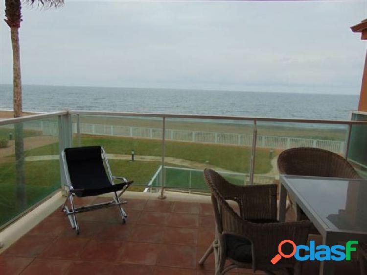 Apartamento de 3 dormitorios con vistas frontales al mar en 1º línea