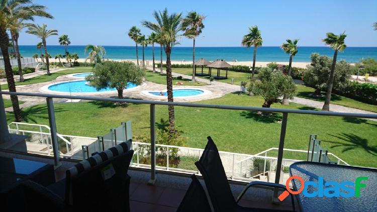 Apartamento en 1º línea con acceso directo a la playa y vistas al mar