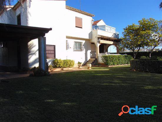 Chalet con 4 dormitorios, parcela de 550 mts a 150 mts de la playa y a 5 km de denia