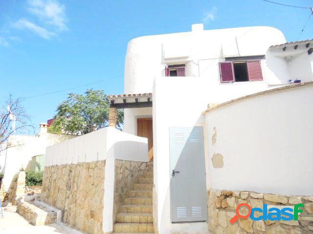 Chalet independiente con 4 dormitorios y 600 mts de parcela próximo a playa de la marineta casiana