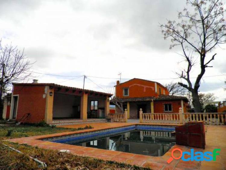 Chalet independiente de 4 dormitorios con 1200 mts de parcela