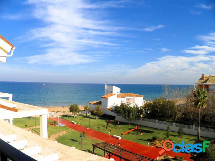 Atico con vistas al mar en 1º linea con acceso directo a la playa