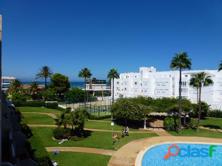 Atico de 180 mts con 3 dormitorios en 1º línea con vistas al mar