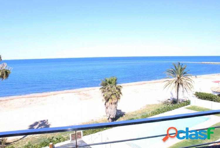 Atico dúplex frontal al mar y con salida directa a la playa