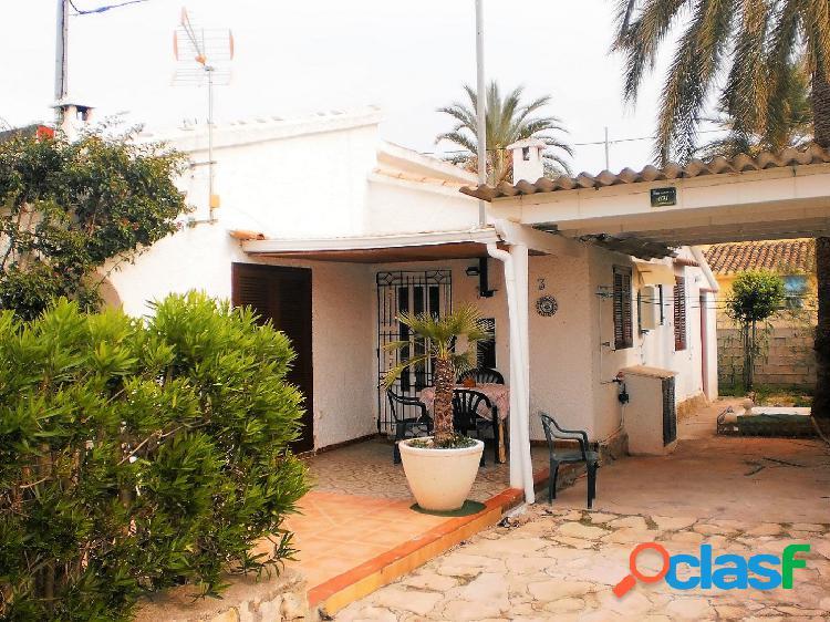 Chalet adosado con 3 dormitorios a 200 mts de la playa y a 1 km de denia