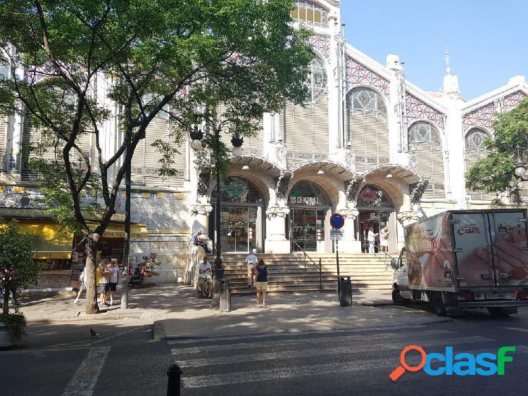 Local comercial con Muchisimo paso de gente. Zona turistica de Valencia. A estrenar, vacio. 1