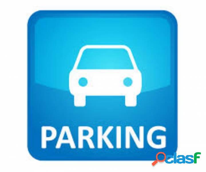 Sant martí / poblenou - sant joan de malta parking para coche grande