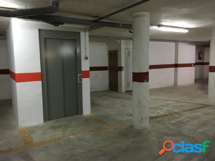 Disponible plaza de aparcamiento a 70m del paseo