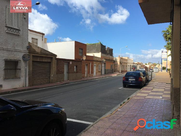 Local comercial en avenida principal de puerto de mzarron zona la isla