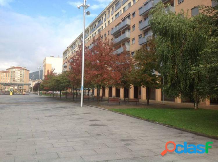 Gea inmobiliaria alquila local en la rochapea de pamplona de 167,40 m2
