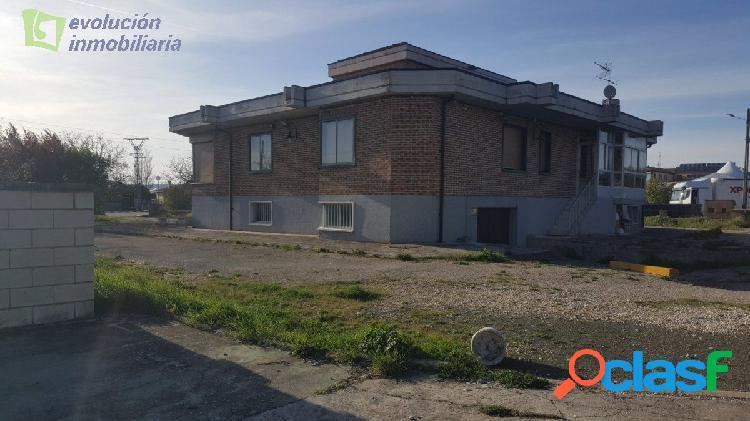 En Burgos Sotopalacios. Impresionante casa de 600mt, para entrar a vivir con parcela de 2.000 mts 2
